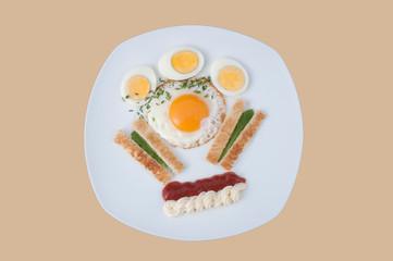 Eier zum Frühstück mit Toast