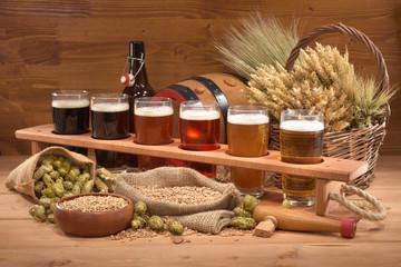 Bierträger mit Biergläsern