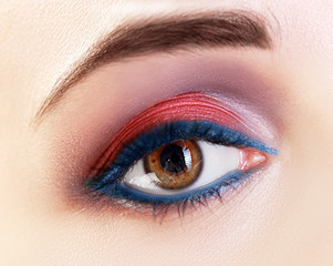 macro red and blue liner