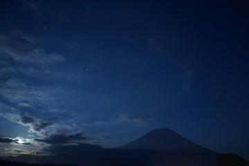 星空 星 夜空 富士山 月明かり
