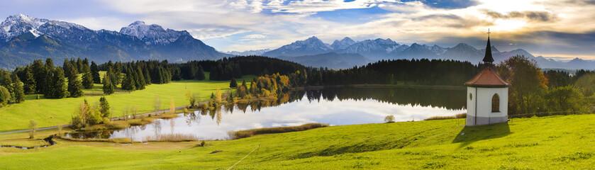 Wall Mural - Panorama Landschaft mit See im Allgäu bei Füssen