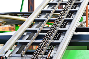 Achterbahnturm mit Kettenantrieb und Rückfahrschutz