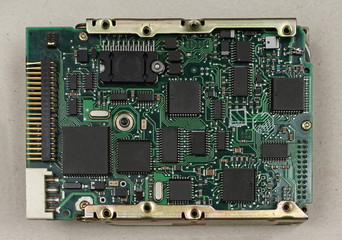 Electronic circuit and chip board