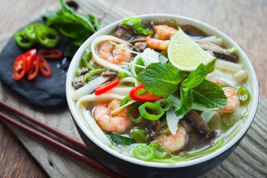 Pho Thom Yum, Vietnamese spicy prawn soup