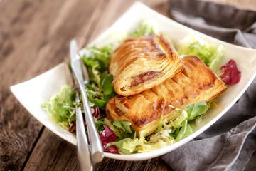 friands à la viande et mesclun de salade 5