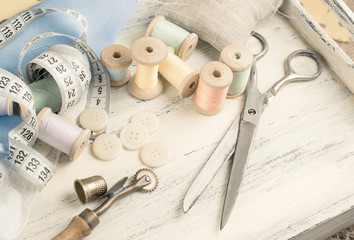 Set of reel of thread, scissors, buttons, fabric and pins for se