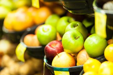 スーパーマーケットのリンゴ
