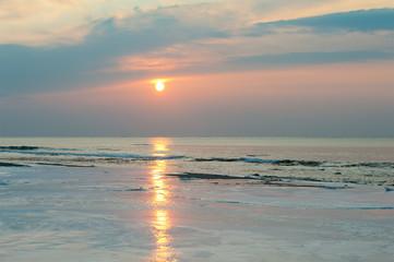 February sea /