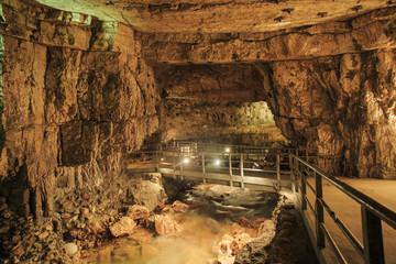 Grotte, percorso illuminato.