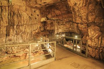 Percorso nelle grotte.