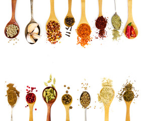 Photo sur Toile Herbe, epice Spices in spoons isolated on white background.