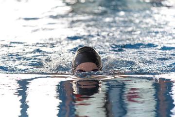 Natación en piscina de invierno