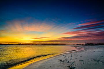 Wschód słońca nad morzem piękne niebo
