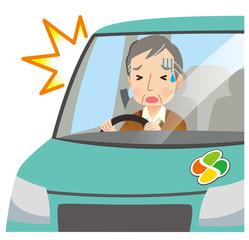 交通事故 運転をする高齢者 男性