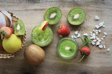 juice kiwifruit with strawberry
