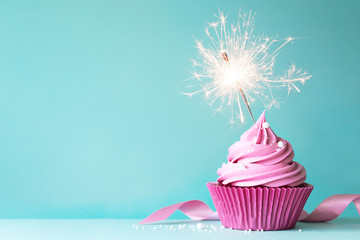 White christmas table decorations - Photo Pink Cupcake With Sparkler