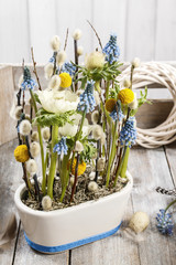 Floral arrangement with anemones and grape hyacinths (blue musca