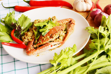 sea crab fried with yellow curry and celery