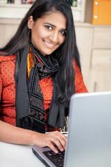 Bilder und Videos suchen: inderin