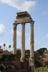 Säulen des Castor und Pollux-Tempel im berühmten Forum Romanum