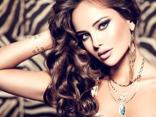 Woman Fashion Hair Jewelry Beautiful Make-up