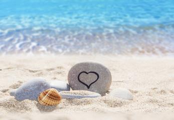 Wall Mural - corazon en la arena del mar