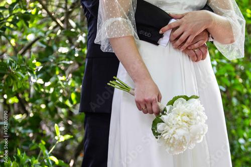 Pareja de recien casados en una boda