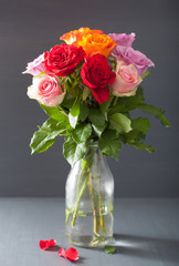 Fototapete - beautiful colorful rose flowers bouquet in vase