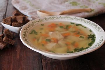 Овощной суп с курицей.