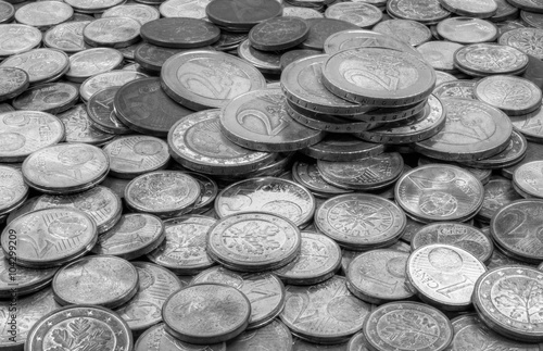 Gestapelte 2 Euro Münzen In Sw Mit Der Schrift Einigkeit Und Recht