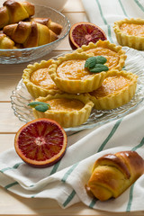 Homemade tartlets with citrus curd