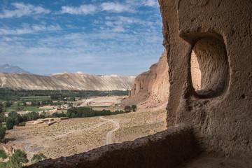 blick aus den höhlen von bamiyan - afghanistan