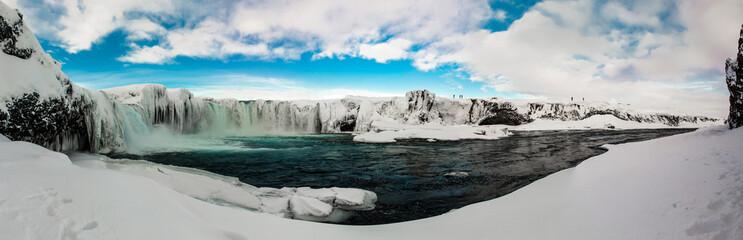 Cascade de Godafoss en Islande, panorama réalisé avec 36 photos.