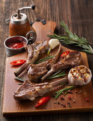 Grilled fresh lamb chops with herbs and spices