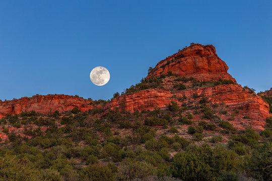 Moonrise over the red rock canyons of Sedona, Arizona