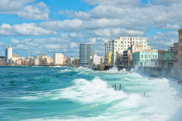 Poster Havana The Havana skyline with big waves on the sea