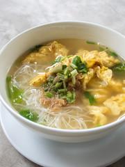 noodle clear soup white bowl