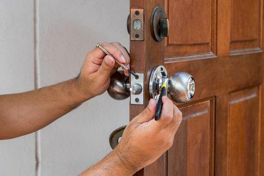 locksmith have to fix silver knob