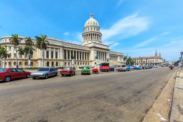 Poster de jardin Havana The Capitol building and heavy traffic of city center, Havana