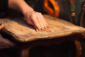 Obraz furniture restoration - fototapety do salonu