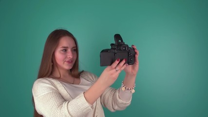 Блондинка сама себя фотографирует, смотреть порно видео с большими женщинами