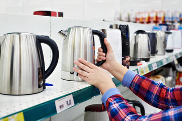 Buyer shopping for electric kettle