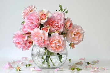 Bouquet of pink roses in a vase. Romantic floral still life with garden roses.