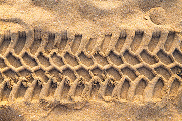 trace tyre sand