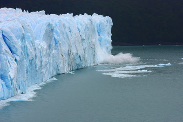 Photo sur Plexiglas Glaciers glacier/ while traveling through Argentina we visited this enormous glacier Perito Moreno that obviously suffered from global warming