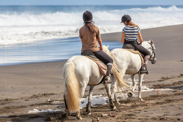 Photo sur Plexiglas Equitation randonnée équestre, promenade à cheval sur plage