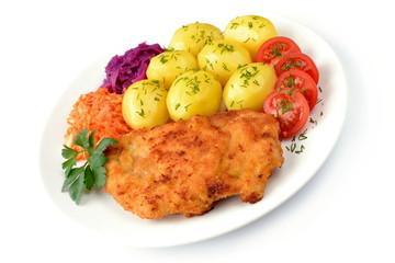 smażony filet drobiowy z ziemniakami, pomidorem i surówkami