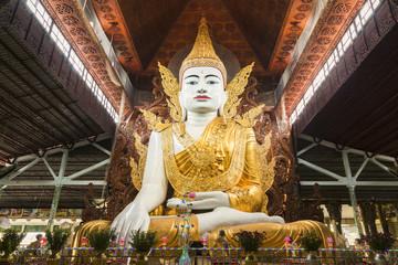 Nga Htat Gyi Pagoda wit sitting buddha