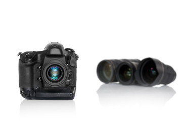 Kamera frontal mit 3 Objektiven unscharf