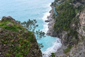 Petite plage inaccessible sur le côte amalfitaine